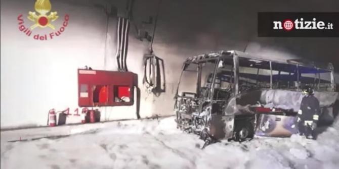 Un șofer a ajuns erou în Italia, după ce a salvat 25 de copii din autobuzul cuprins de flăcări  / Foto: Captură video Youtube