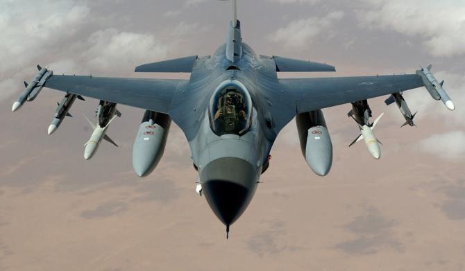 Un avion de vânătoare F-16 s-a lovit de o clădire / Foto: Pixabay