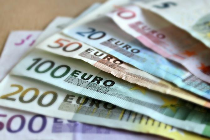 Un jandarm din Năvodari a găsit pe stradă 1.500 de euro. Ce a făcut cu ei / Foto: Pixabay