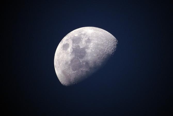 Cum anunță Luna schimbarea vremii. Fenomen atmosferic surprins pe 18 iulie 2021, înainte de venirea ploilor / Foto cu caracter ilustrativ: Pixabay