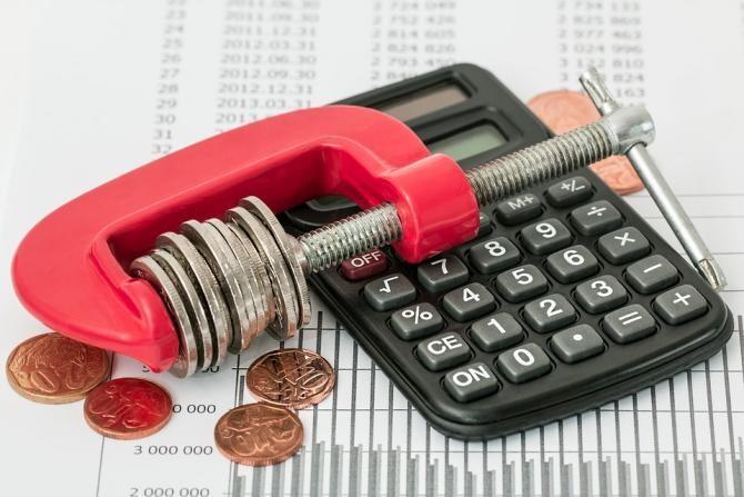 Mai multe persoane decedate, somate să-și plătească datoriile la stat / Foto: Pixabay