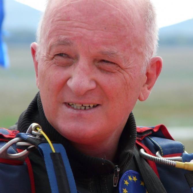 Un deputat moldovean a căzut cu parașuta în Bulgaria. A fost transportat la Chișinău de un echipaj SMURD  /  Sursă foto: Facebook Oazu Nantoi