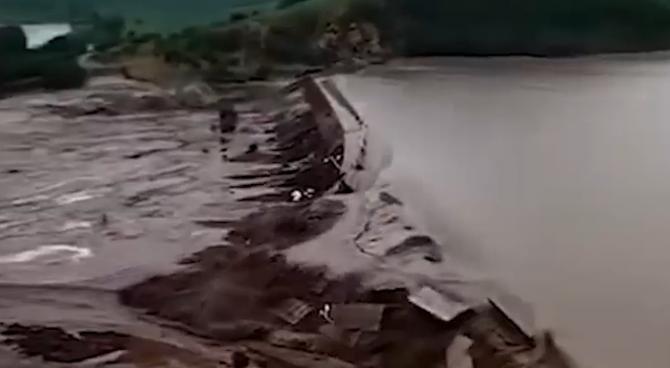 Două baraje din nordul Chinei, rupte în urma ploilor violente  / Sursă foto: Captură Publika