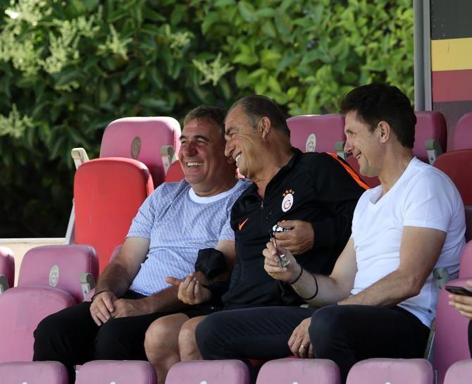 Imaginile zilei. Hagi și Popescu, apariție surpriză la antrenamentele echipei Galatasaray   /   Sursă foto: Twitter Galatasaray SA