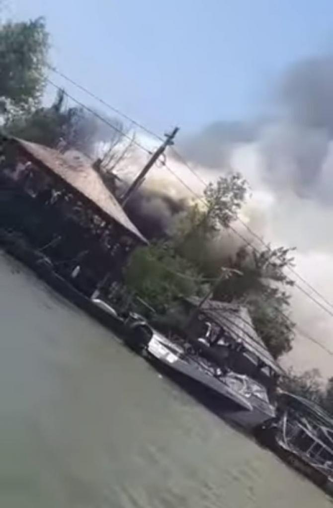 Incendiu la o pensiune din Delta Dunării / Foto: Captură video Realitatea Plus