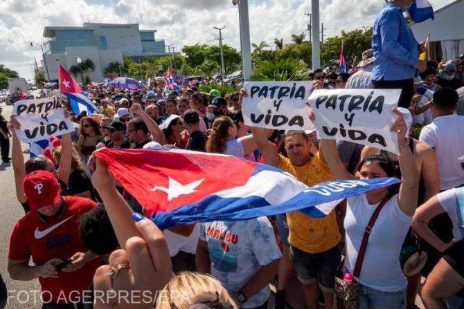 Mânia izbucneşte pe străzile din Cuba, revoluţionarii sunt chemaţi să riposteze