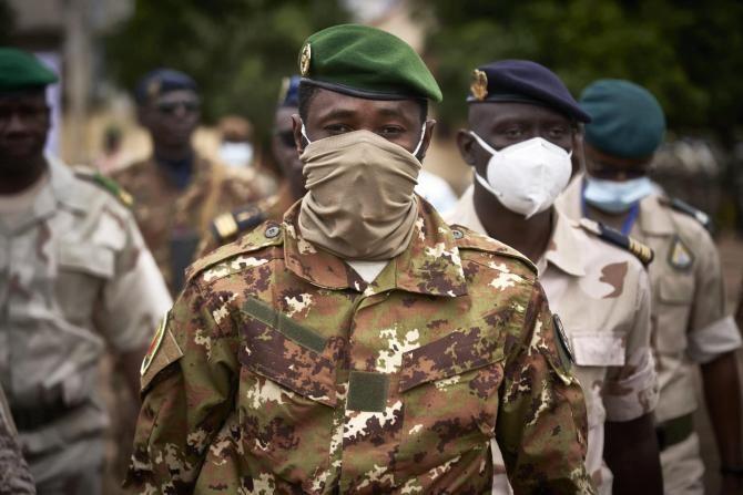 Președintele din Mali, atacat cu un cuțit în Marea Moschee din Bamako  /  Sursă foto: Facebook Assimi Goita