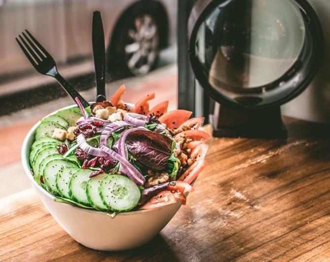 Salată roșii / Fotografie creată de Ben, de la Pexels