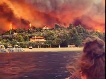 Imaginile apocalipsei. O mănăstire şi mai multe sate, înconjurate de flăcări de 40 de metri pe insula Evia, Grecia. Călugăr Ne sufocăm! - Captură VIDEO Facebook Greek Reporter