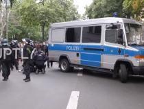 Proteste anti-restricții în Germania Angelei Merkel. Ciocniri la Berlin între manifestanți și polițiști / Captură video: Ruptly YouTube