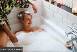 Dușul care duce la boală. Dr Sorin Băilă atrage atenția asupra SINGUREI situații când baia poate fi periculoasă pentru sănătate