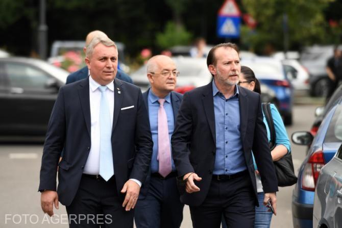 Florin Câțu alături de Emil Boc și Lucian Bode