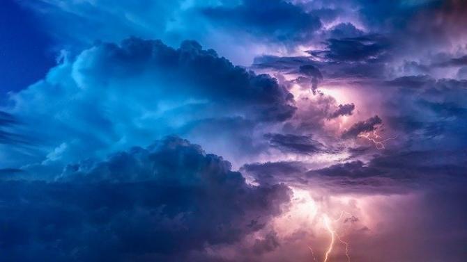 foto pixabay. Vremea august, Cod Galben