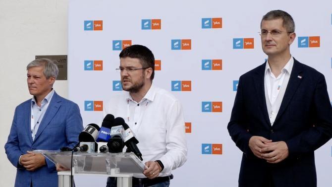 Foto: Dacian Cioloș (stânga) - Irineu Darău (centru) - Dan Barna (dreapta), captură video conferință presă