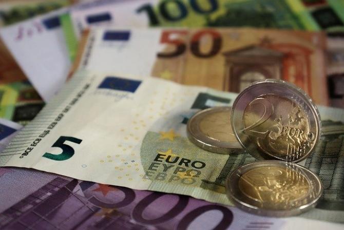 foto Pixabay/ Iancu Guda, despre cum să trăiești din banii produși de banii tăi