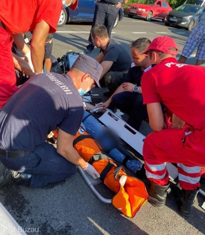 Motociclist implicat într-un accident rutier, salvat de pompierii buzoieni care se întorceau din Grecia  / Foto: ISU Buzău
