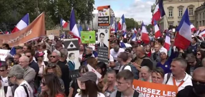 Noi proteste masive în Franța împotriva certificatului sanitar / Foto: Captură video RT France