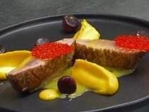Rețetă Chef Paul Mihăilescu: Piept de rață cu piure de dovleac și pară caramelizată / VIDEO