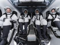 Pasagerii capsulei SpaceX povestesc cum îşi petrec timpul în spaţiu / Foto: Facebook Space X