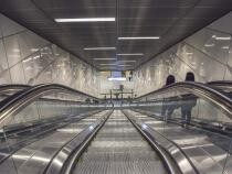 Tot mai mulţi londonezi CAD pe scările rulante din metrou, pentru că NU SE ȚIN de teamă să nu se infecteze / Foto: Pixabay