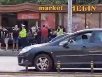 Accident în Dolj. Un şofer a intrat cu BMW-ul într-un magazin / Foto: Captură video Yotube