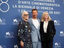 Jane Campion, Benedict Cumberbatch și Kirsten Dunst la conferința de presă