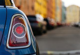 De ce sunt COZI URIAȘE de mașini la benzinăriile din UK. Prețuri majorate pentru a speria șoferii
