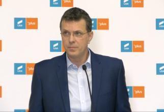 Ionuț Moșteanu anunță că USR PLUS votează orice moțiune ajunsă la vot