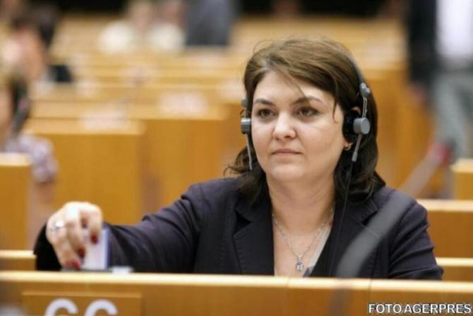 Adina Vălean: Aştept ca zilele acestea să avem confirmarea oficială a adoptării PNRR
