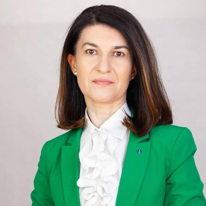 Violeta Alexandru: Voi urmări care va fi primul contract semnat