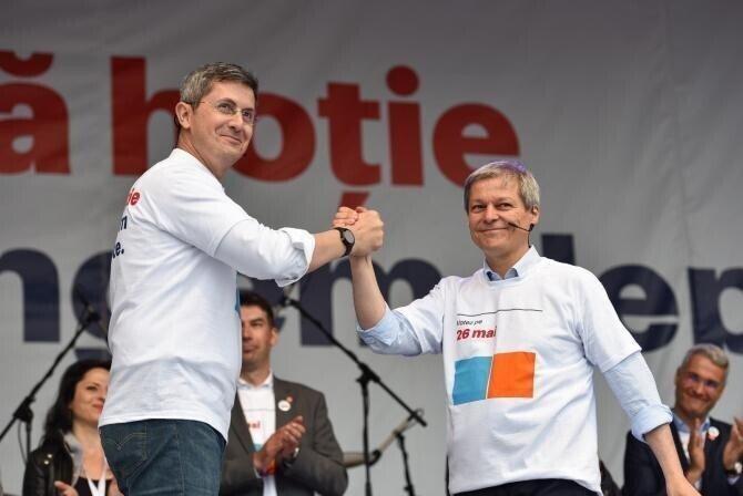 Dan Barna și Dacian Cioloș / Foto Facebook Dan Barna, arhivă