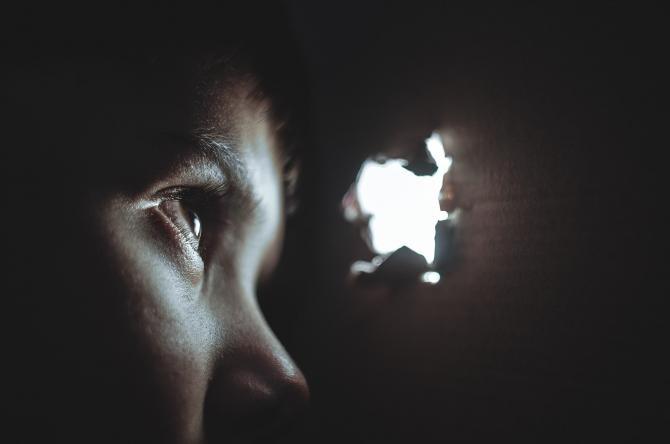Un copil autist de 3 ani a supraviețuit singur timp de patru zile, pe malul unui pârău  / Foto: Pixabay