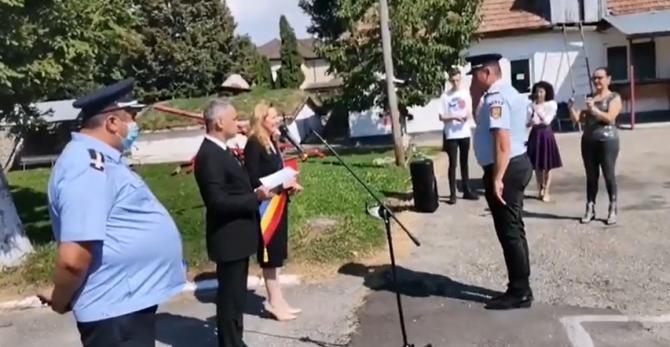 Elena Lasconi i-a placat cu aur pe pompierii musceleni care s-au luptat cu flăcările în Grecia  /  Sursă foto: Captură YouTube