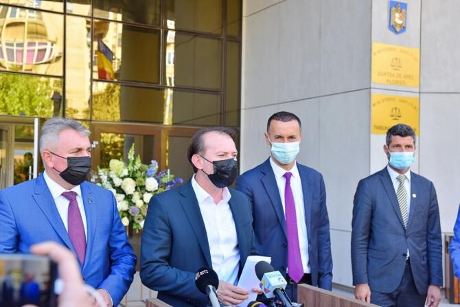 Premierul Florin Cîțu alături de ministrul interimar al Justiției, Lucian Bode și de președintele PNL al CJ Prahova la inaugurarea Palatului de Justiție din Ploiești