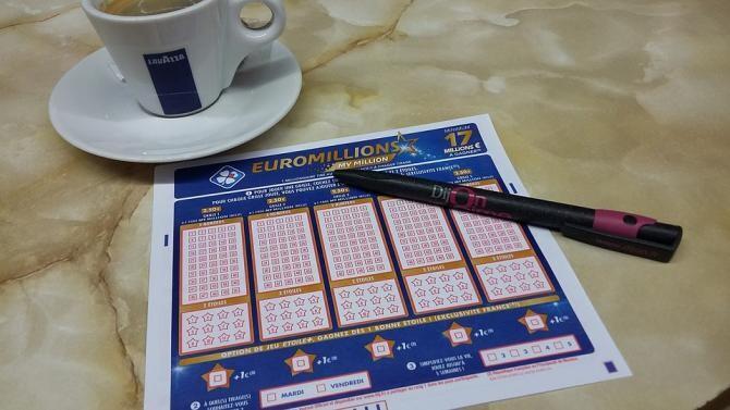 Un bărbat a câștigat un jackpot de 45.000 de dolari, însă s-a înecat cu biletul în buzunar / Foto: Pixabay
