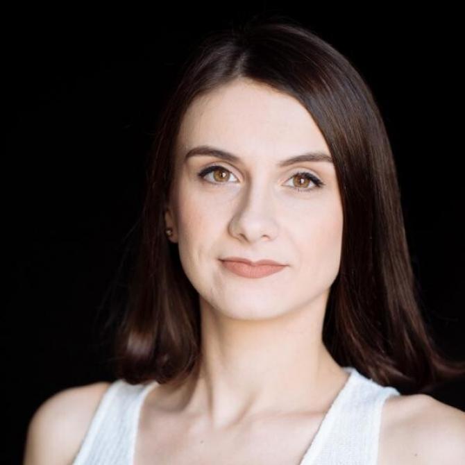 """Actrița Oana Predescu, despre """"urâtul"""" și """"frumosul"""" din viață și din teatru"""