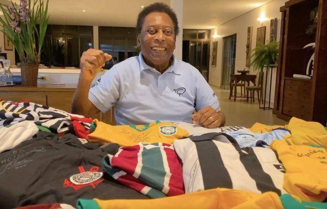 """Pelé, internat din nou ATI. Fiica fotablistului: """"Uneori faci doi paşi înainte, apoi un pas înapoi"""" / Foto: Facebook Pele"""