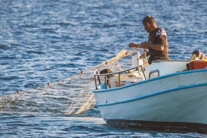 Pescar, arestat după ce a prins în plasă un bărbat MORT și l-a aruncat înapoi în mare / Foto: Pixabay