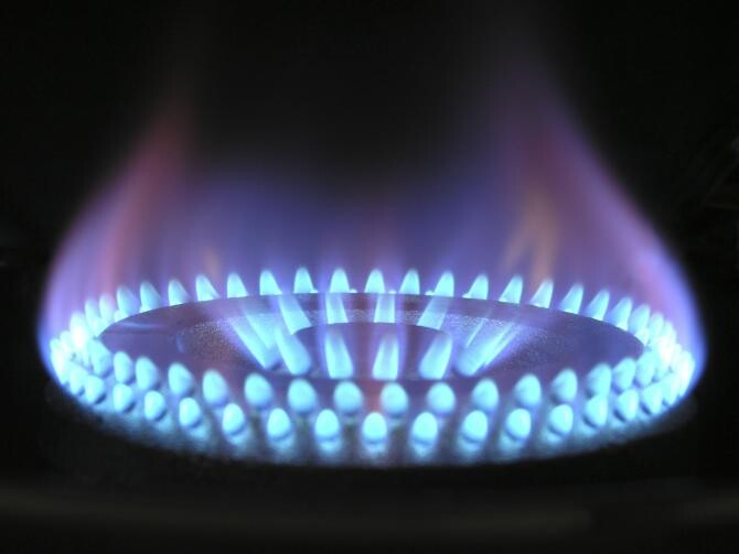 Plafonare versus compensare. Soluția salvatoare pentru tema momentului: facturile la energie și gaze naturale. Premierul Cîțu, printre invitați