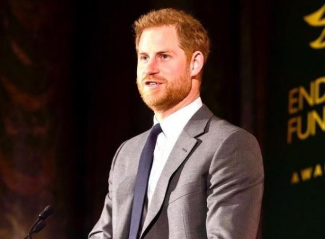 Nepotul reginei Elisabeta a II-a l-a pocnit pe prinţul Harry pentru a vedea reacţia bodyguarzilor săi / Foto: Instagram Sussex Royal