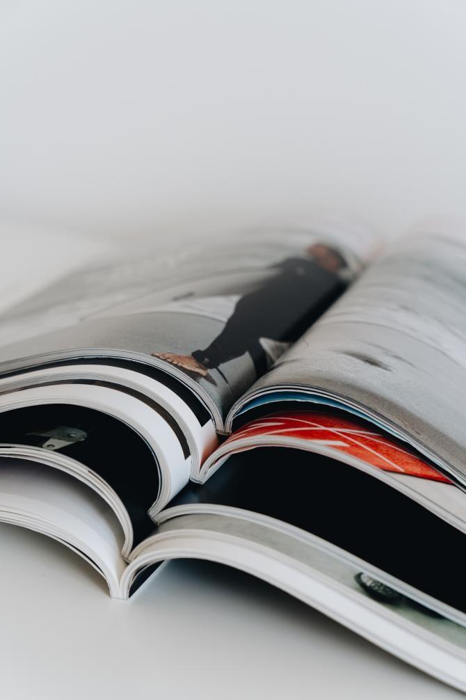 Foto ilustrativ revistă de alleksana, de la Pexels