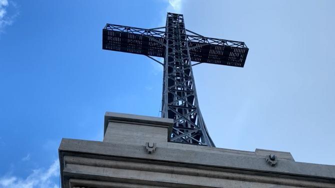 De Ziua Crucii, MApN a inaugurat restaurarea monumentului de pe Caraiman. Reabilitarea a început în 2016  /   Sursă foto: Facebook MApN