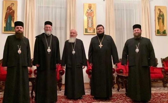 Membrii Sfântului Sinod al Mitropoliei, Clujului, Maramureșului și Sălajului  Foto: Mitropolia Clujului