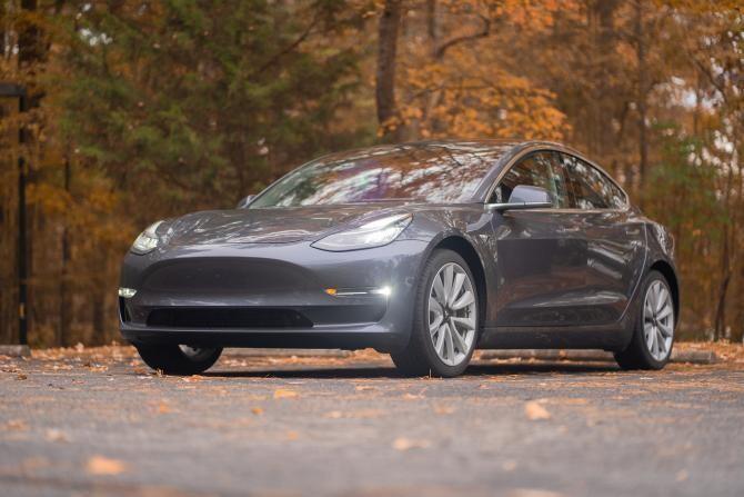 Tesla renunță la ștergătoarele de geamuri. SUA a aprobat brevetul pentru razele laser   /   Foto cu caracter ilustrativ: Pixabay