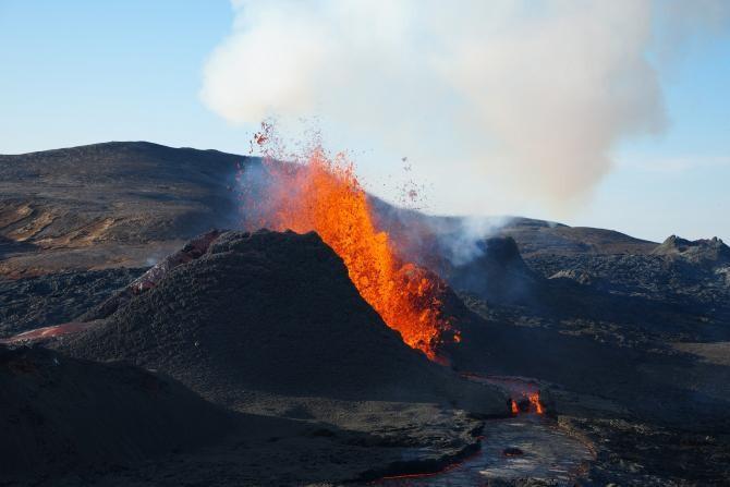 Fuego, vulcanul din apropierea capitalei Guatemalei, ERUPE. Peste 200 de oameni au murit / Foto: Pixabay