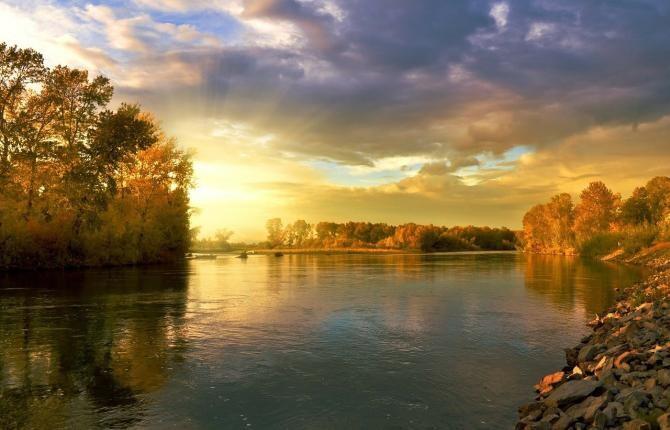 Niveluri ridicate de DROGURI, depistate în apa unui râu din Anglia din cauza oamenilor care urinează în public / Foto: Pixabay