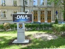Doi inspectori ANAF, reținuți de DNA. Acuzații de luare de mită / Foto: Facebook DNA