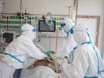 Coșmarul ATI, descris de un medic din Sibiu: Disperat după o gură de aer, să-l intubezi şi apoi să iei legătura cu familia / Foto: Facebook RO Vaccinare