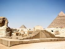 Statui gigantice reprezentând capete de berbeci, de pe vremea bunicului lui Tutankhamun, descoperite în Egipt / Foto: Pixabay