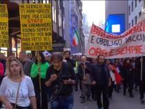 Protest de amploare în Milano, Italia, contra 'certificatului verde'   Captură Video Local Team Facebook